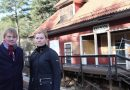 Kämpar för att rädda det nedbrunna stationshuset